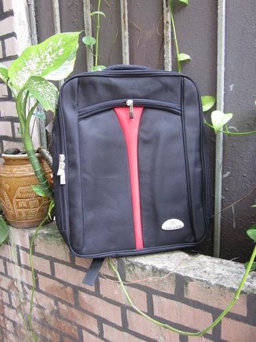 1 Thanh lý valy kéo, balo lap, túi đựng ipad tồn kho giá rẻ